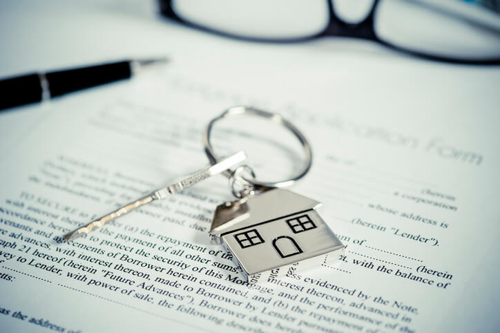 What To Look For When Signing A Housing Contract