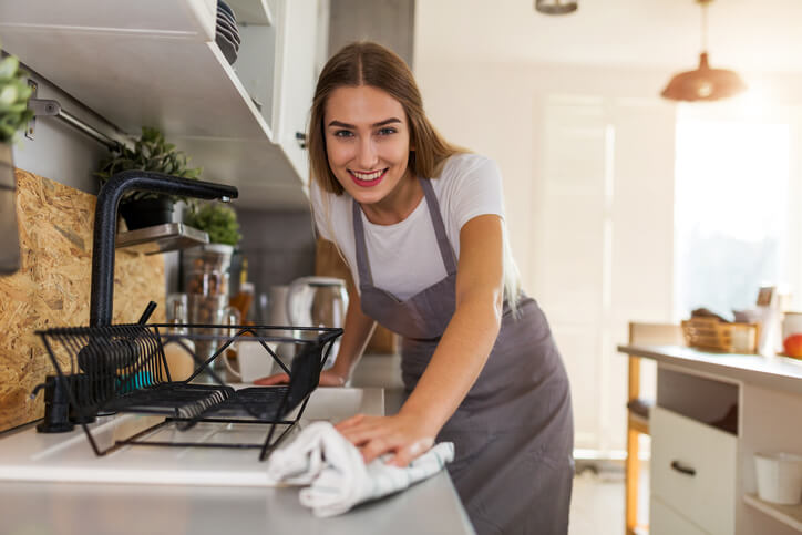 In A Hurry? Follow These Tips To Clean Your Apartment