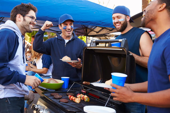 4 Tips For Hosting An Apartment Tailgate Party